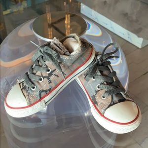 Converse All Star Toddler Shoes, sz9, Camo Themed